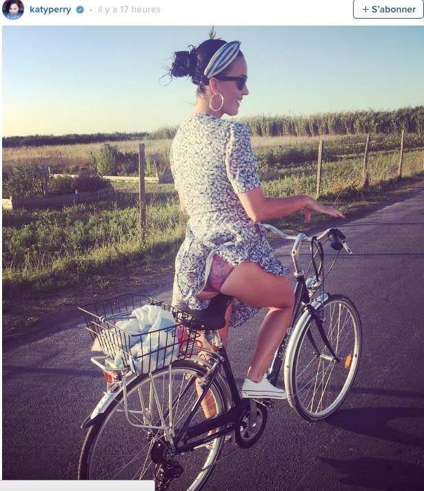 Katy Perry, à vélo elle montre sa jolie culotte