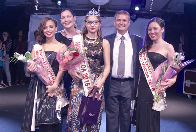 Les lauréates avec le maire Olivier Rivière