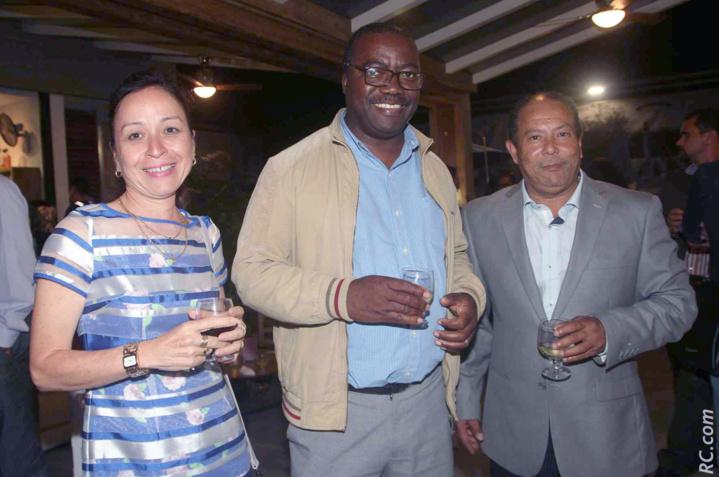 Nathalie Biram, directrice de Air-Mauritius de Rodrigues, Benoît Jolicoeur, chef de la délégation Rodriguaise et Franco Roussety, conseiller municipal au Tampon