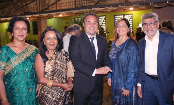 Didier Robert avec Yasmine et Adam Ravate, et des invitées