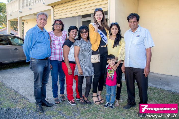 Avec la famille Valléama, Auguste, Kamla, et les enfants, qui ont reçu Miss Réunion pour le déjeuner