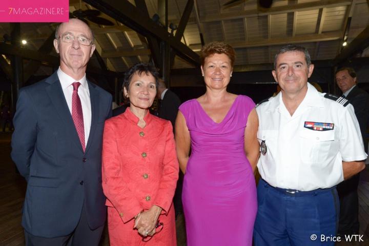 Pierre Bayle, DGS du Conseil Départemental, et son épouse, le colonel Luc Auffret, commandant de la Gendarmerie à La Réunion, et son épouse