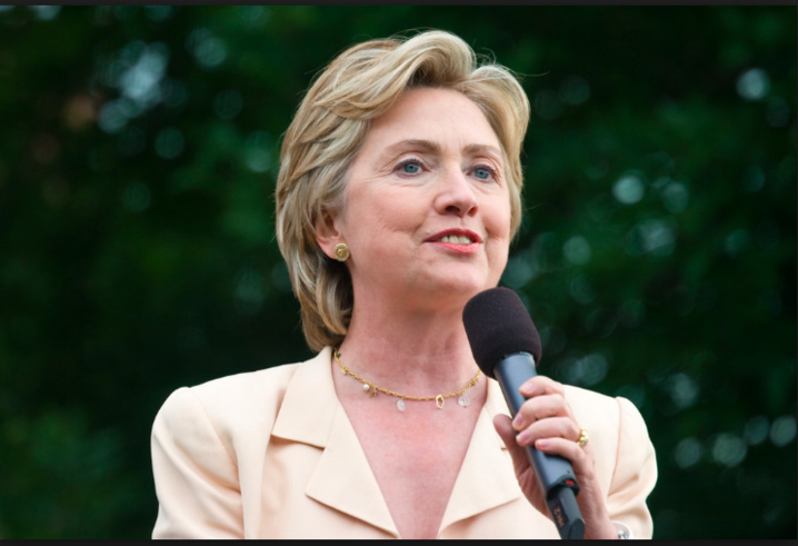 Hillary Clinton prise d'un malaise pendant une cérémonie