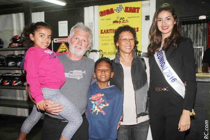Avec la famille Charnais qui gère le Giga Kart de Saint-Louis