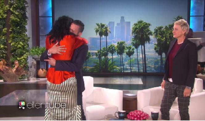 Un survivant de la tuerie d'Orlando en larmes devant Katy Perry
