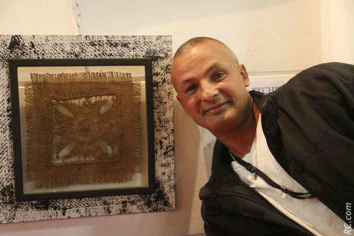 Jean-Luc Técher est le premier brodeur de Cilaos. On en reparlera certainement