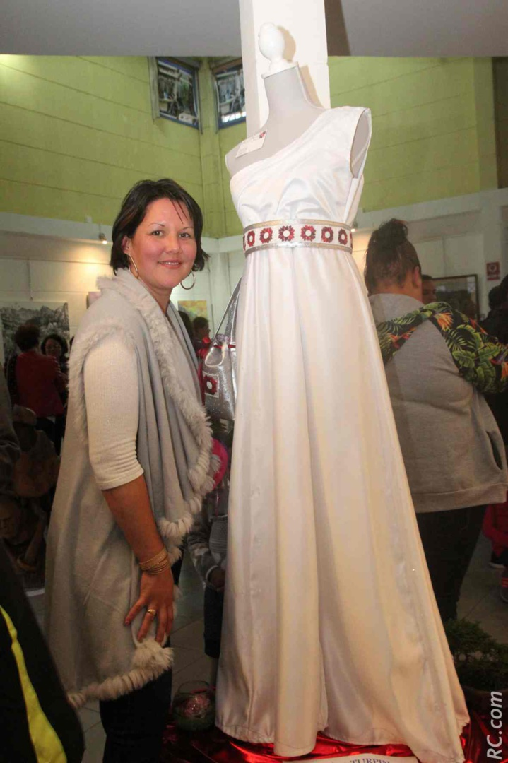 Karine Turpin «habille» vos robes avec de belles broderies.