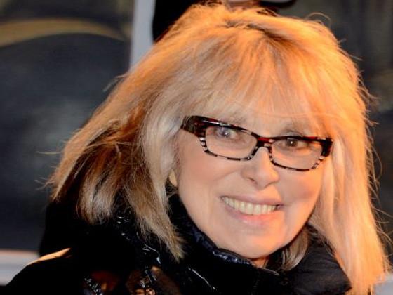 Hosptalisée, Mireille Darc revient d'entre les morts
