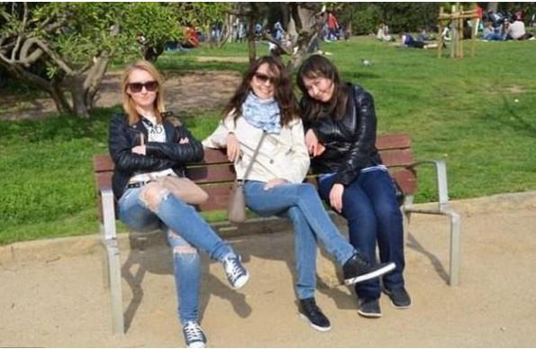 Photo buzz: les 3 jeunes filles sur le banc