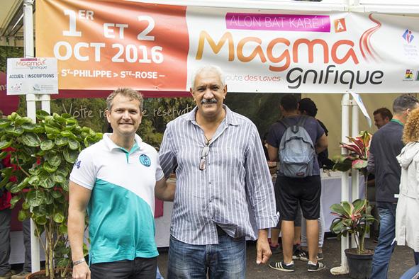Olivier Rivière, maire de Saint-Philippe, et Azzedine Bouali, président de la Fédération Réunionnaise de Tourisme, au village de Alon Bat'Karé