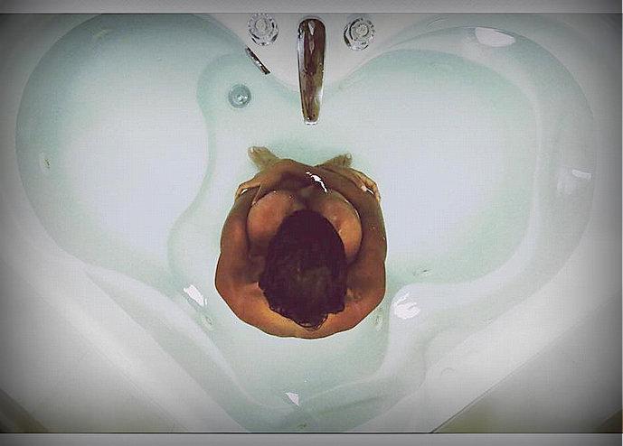 shym se dévoile (presque) seins nus sur instagram [photos