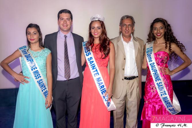 Miss Sainte-Marie et ses dauphines avec Grégoire Cordeboeuf et Aziz Patel