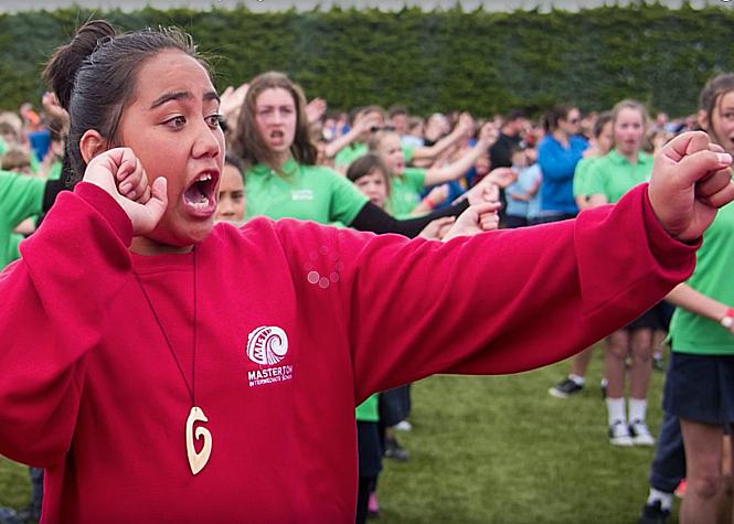 7 000 élèves pour le record du plus grand haka du monde