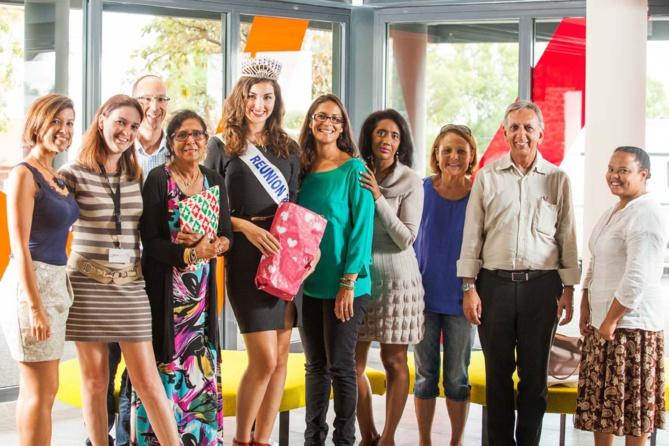 """L'équipe """"Organisation"""" de l'action, avec Miss Réunion, Tayéba Moullan et Aziz Patel, et les bénévoles de l'association """"Sourire de l'enfant"""""""
