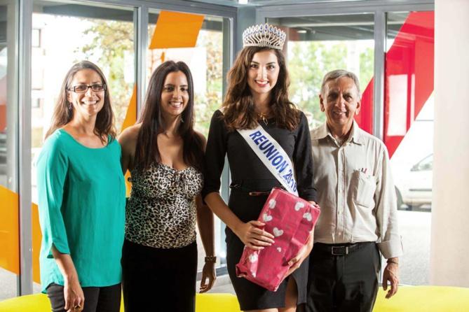 """Isabelle Anquetil,Annaë Passerelle de l'association """"Alizés du Cap"""", Ambre N'guyen et Aziz Patel du Comité Miss Réunion"""
