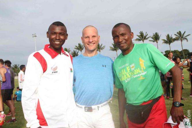 Un trio magique: le champion malgache Aja, le champion réunionnais François Lebon et l'entraîneur de la Grand Ile Jean de la Croix