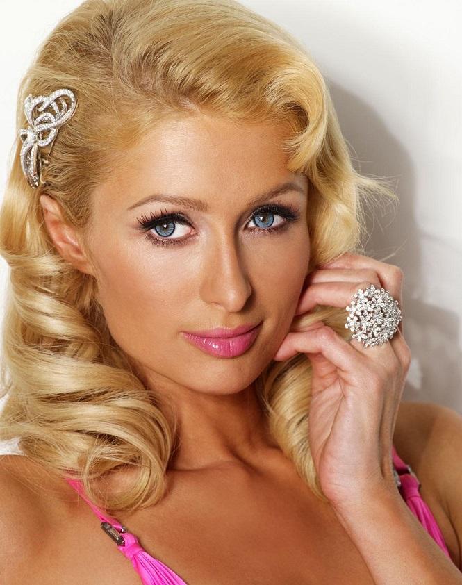 Paris Hilton refoulée à l'aéroport: elle veut virer son assistant !