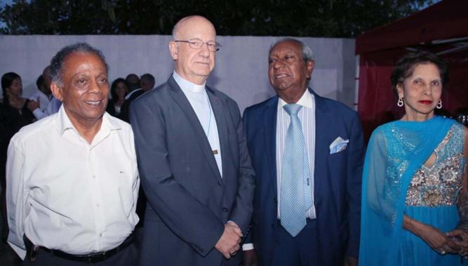 Gilbert Annette, maire de Saint-Denis, Monseigneur Gilbert Aubry, évêque de La Réunion, Jean-Paul Virapoullé, maire de Saint-André, et son épouse Yvette