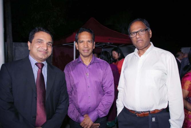 Sanjeev Kumar Bhati, Jean-Régis Ramsamy, et un invité
