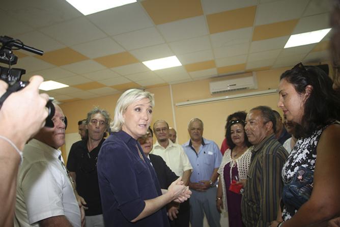 Marine Le Pen à la Mairie du Tampon