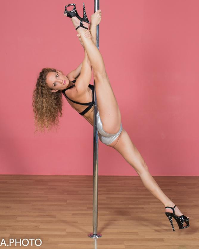 Jen Lybel, coach pole dance...