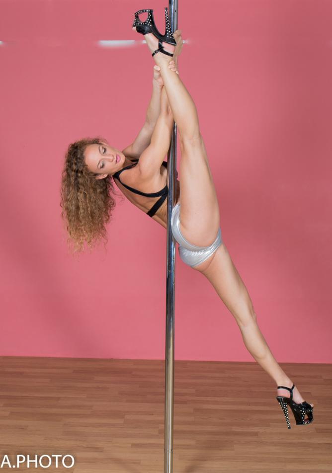 Le pole dance: des figures artistiques très agréables à regarder...