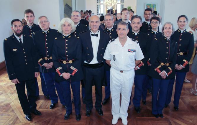 Le colonel Auffret avec les membres de l'orchestre de la Garde Républicaine