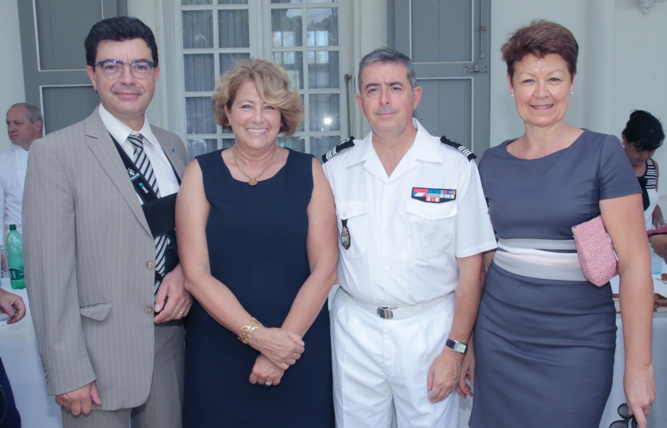 Maurice Barate, secrétaire général de la Préfecture, et son épouse, Luca Auffret et son épouse