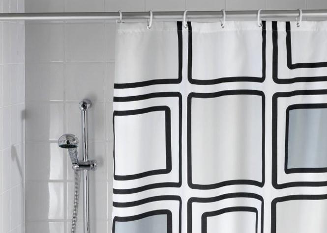 Votre rideau de douche est un nid à bactéries et de germes dans l'environnement humide de votre salle de bain. Pensez à le changer s'il commence à jaunir et moisir.