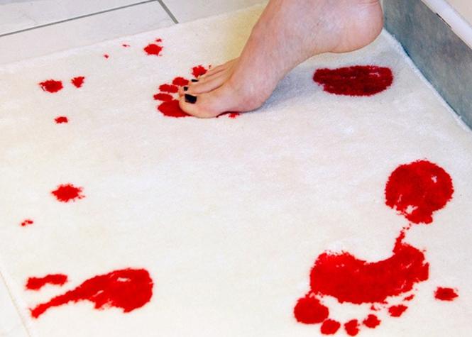 Les tapis de bains sont exposés à l'humidité et la chaleur de votre salle de bain. Lavez le régulièrement pour éviter la proliférations des microbes.
