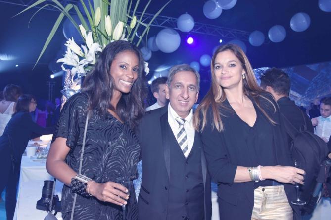 Aziz Patel avec Sandra Bisson et Célia Jourdheuil de Miss France Organisation