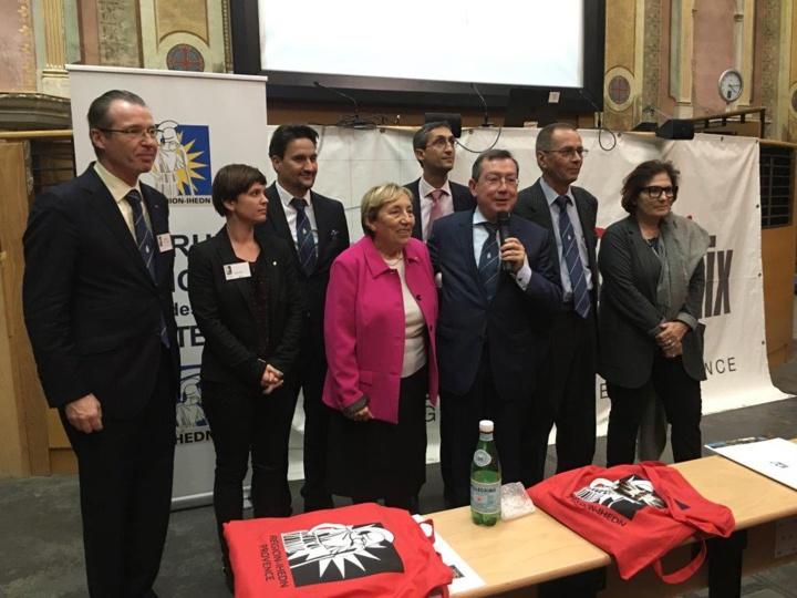 Photo de famille au Forum d'Aix
