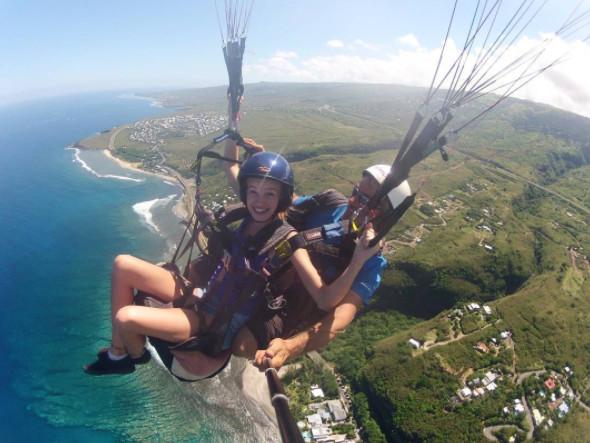Leia Matagne au dessus du lagon de La Réunion