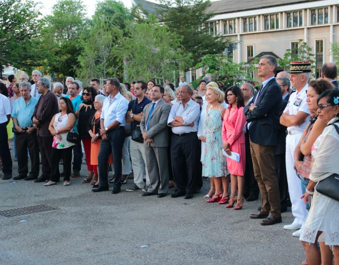 Nassimah Dindar aux côtés du préfet de La Réunion Dominique Sorain et de nombreuses personnalités de notre île