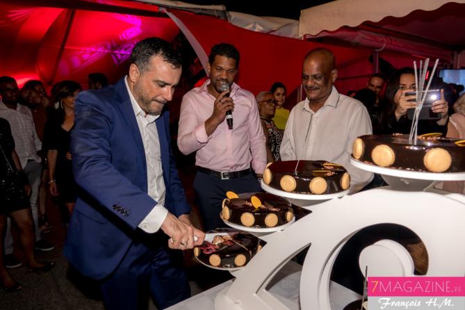 Olivier Bajard, directeur général de la SHLMR, a coupé le gâteau d'anniversaire...