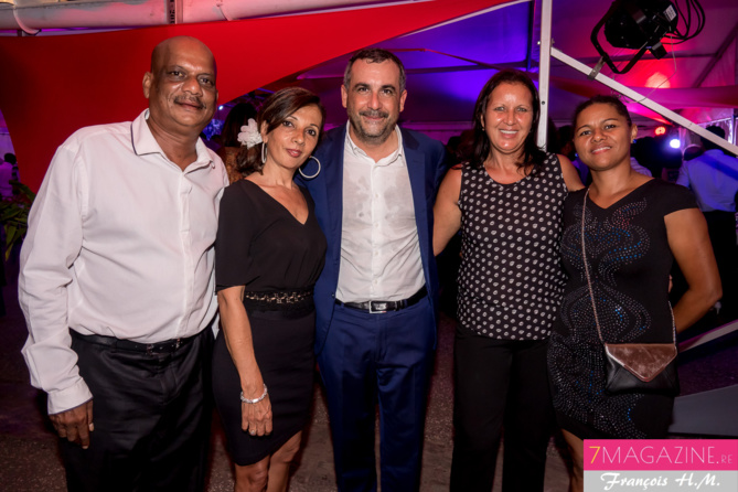 Olivier Bajard avec quelques collaboratrices et un collaborateur