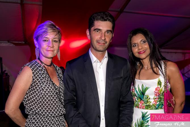 Anne Séry, directrice générale adjointe SHLMR, et Katie Erapa de la SHLMR, avec un invité