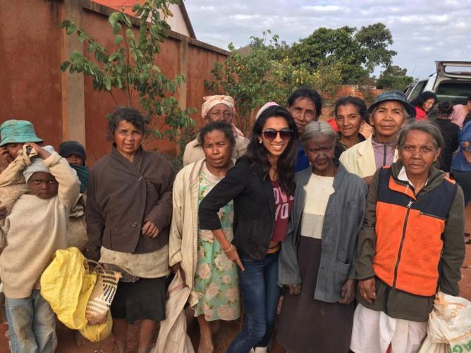 Avec les personnes âgées en difficulté à Madagascar