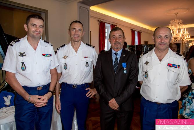 Colonel  François-Dominique Monnier, commandant en second de la Gendarmerie Nationale à La Réunion, Laurent Frutos, commandant de l'Escadron Départemental de la Sécurité Routiète, Jacques Laravine, et Lieutenant-Colonel Damien Blouin, commandant la Section Recherche de la Gendarmerie à La Réunion