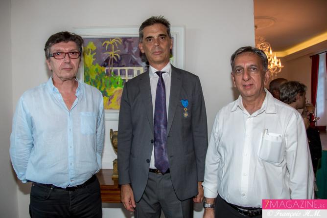 Thierry Durigneux, rédacteur en chef du Quotidien, le Préfet Dominique Sorain, et Aziz Patel, rédacteur en chef de 7Magazine.re