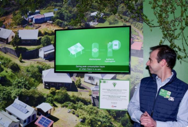 Bientôt à Mafate, un réseau solaire permettant le stockage et la restitution de l'électricité via des batteries et une pile à combustible