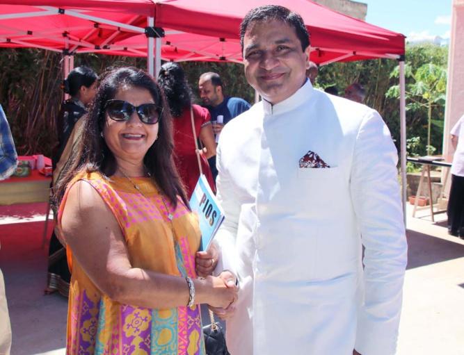 Rabia Badat et le Consul de l'Inde