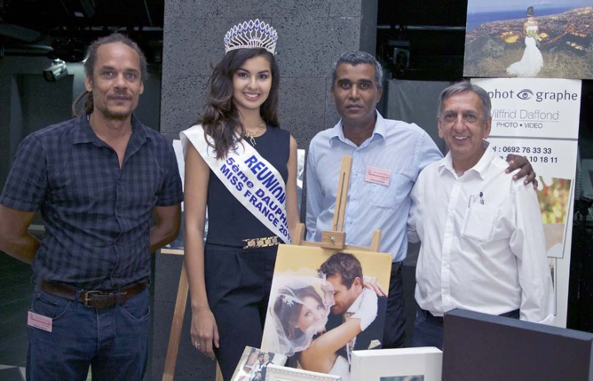 Ambre N'guyen et Aziz Patel avec l'équipe du Photographe dirigée par Wilfrid Daffond
