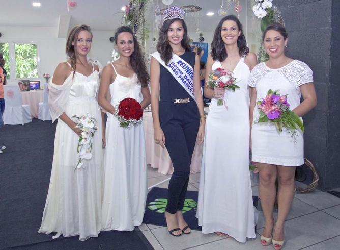Ambre avec les quatre mannequins du défilé: Coralie, Marie, Line-May et Emilie