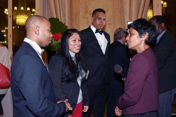 Ericka Bareigts félicitant les jeunes de Mayotte, Guyane et La Réunion