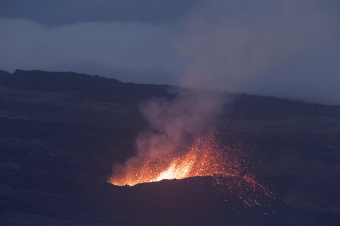 L'éruption continue au Piton de la Fournaise: d'autres photos