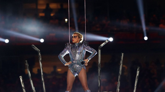 Le saut dans le vide Lady Gaga au Super Bowl: déjà mythique sur internet!