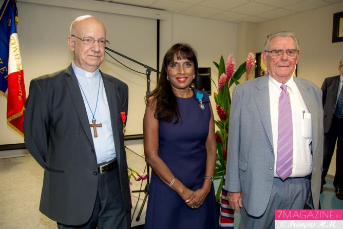 Monseigneur Aubry, Ida Mag Camalon et Joël Gay, président de l'UCO-R