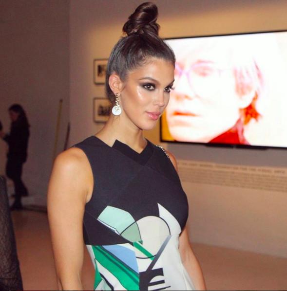 Iris Mittenaere défile à la Fashion Week de New York: une bombe!