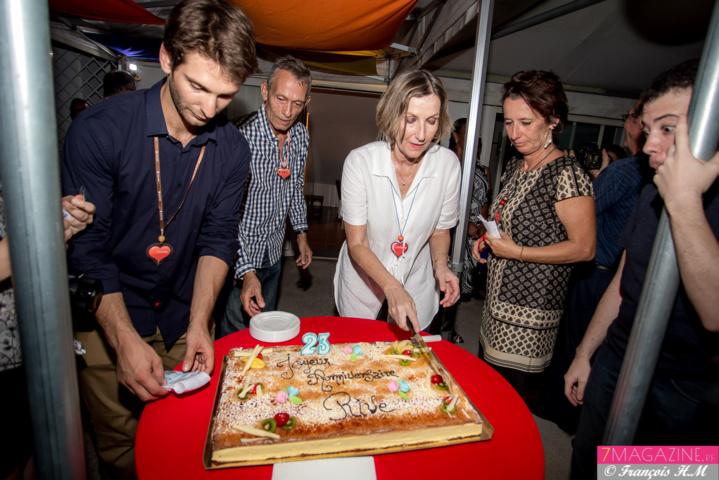 Catherine Gaud a coupé le gâteau